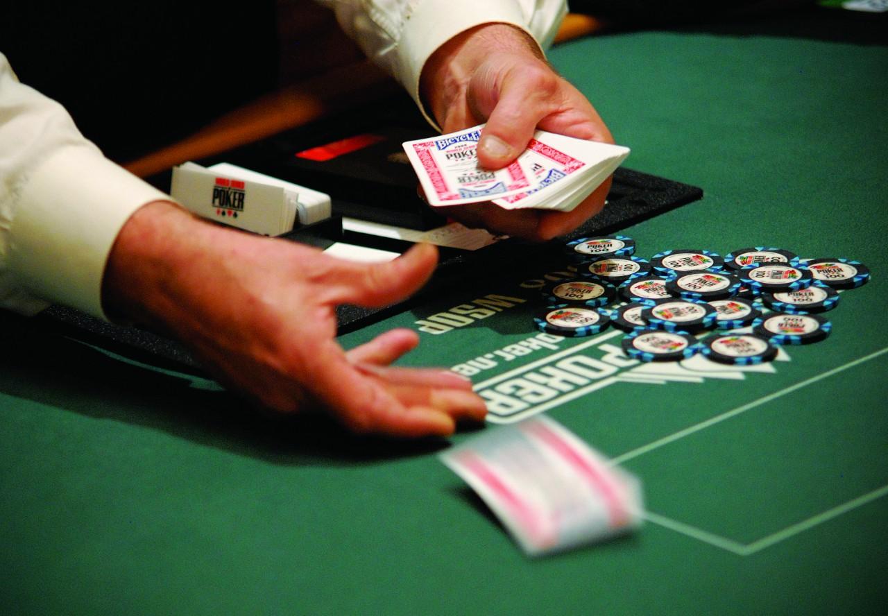 Dealer poker ao vivo